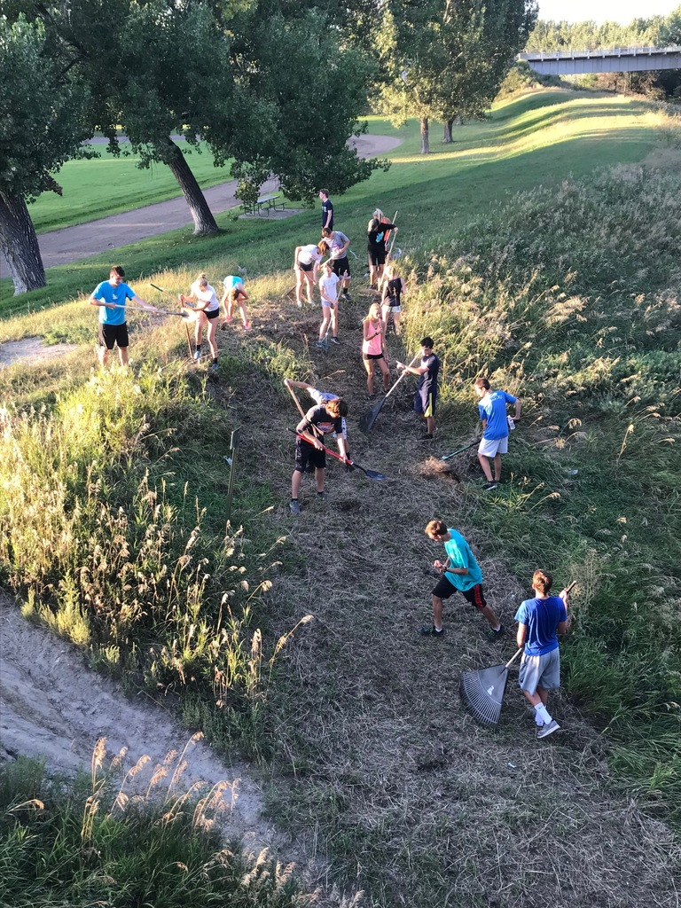 Cross Country athletes cleaning up (#GPSServes)